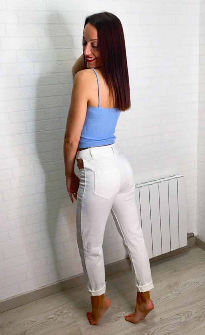 Pantalón cut-out bolsillos