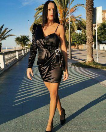 Vestido asimétrico drapeado raso