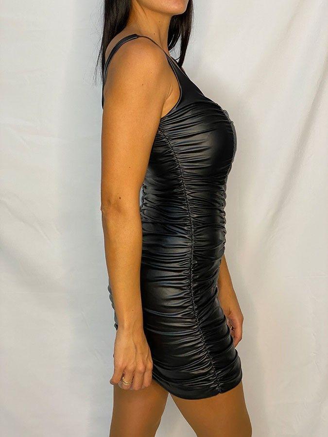 Vestido tirantes fruncido efecto piel